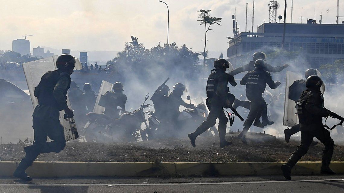 Múltiples marchas y máxima tensión en Venezuela: hubo 69 heridos y 25 detenidos