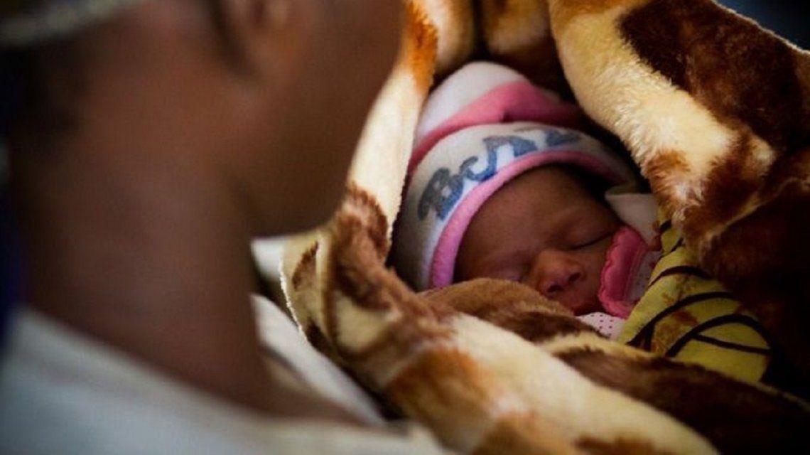 En su lecho de muerte, asegura que intercambió 5 mil bebés por diversión