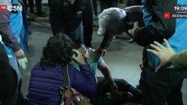 Violenta represión frente a la embajada de Venezuela: incidentes y dos heridos