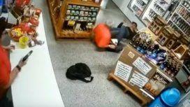 Una mujer mató a un ladrón que había entrado a robar en su tienda
