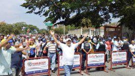 Nueva jornada de tensión y violencia en Venezuela: Maduro denuncia golpe de Estado