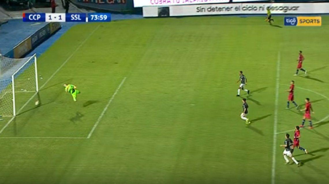 Escándalo en Paraguay: a Cerro Porteño le hicieron un gol fantasma que sólo el línea vio