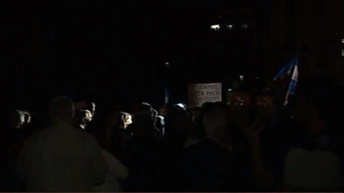 Denuncian que cortaron la luz frente a Tribunales mientras marchaban a favor de Ramos Padilla
