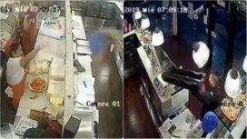 VIDEO: Un ladrón intentó robar una panadería y lo echaron a bandejazos