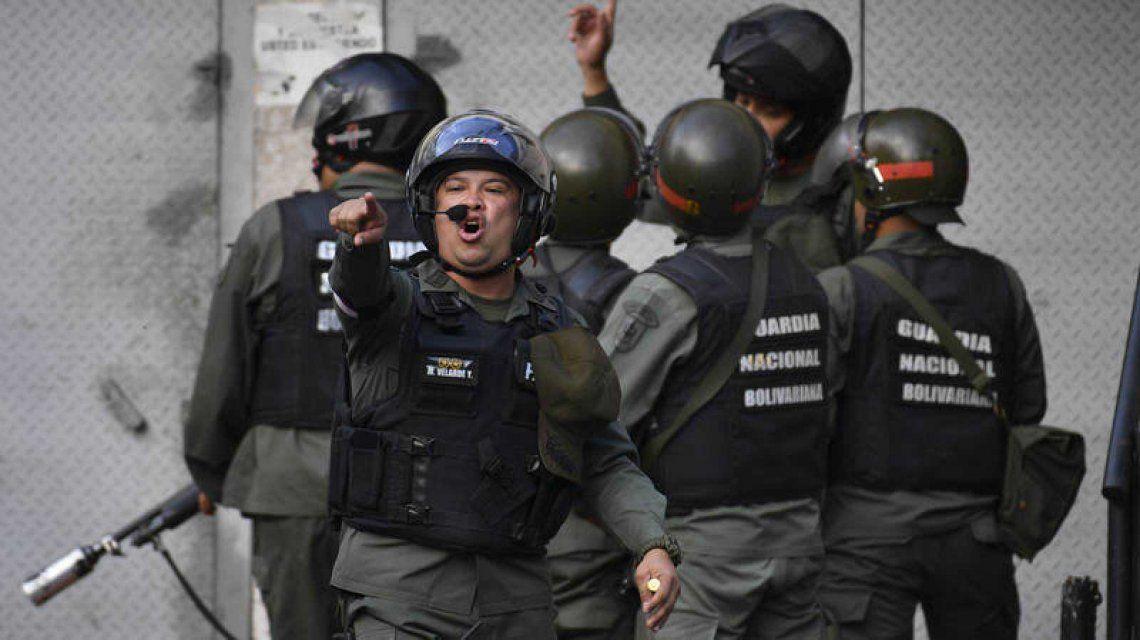 Tensión en Venezuela: ordenaron detener a 18 militares sublevados contra Maduro
