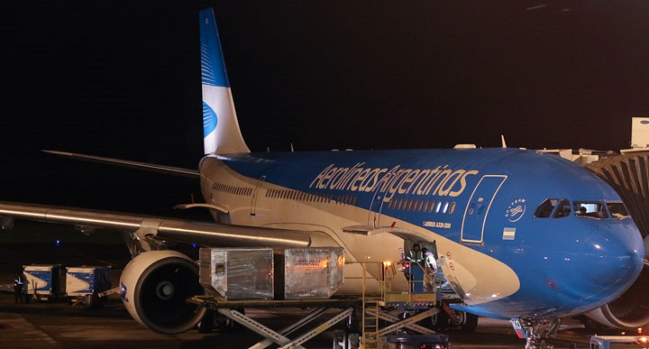 Un rayo impactó en un avión de Aerolíneas Argentinas cuando estaba a punto de despegar