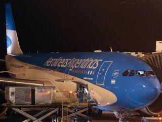 un rayo impacto en un avion de aerolineas argentinas cuando estaba a punto de despegar