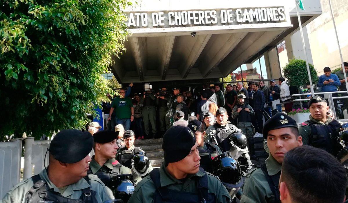 Constitución: Gendarmería allana la sede central del sindicato de Camioneros