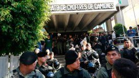 Allanan la sede central de Camioneros: para Pablo Moyano, el operativo es circense