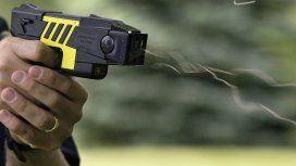 Impreciso y sin control de letalidad: las críticas a la reglamentación del uso de las Taser