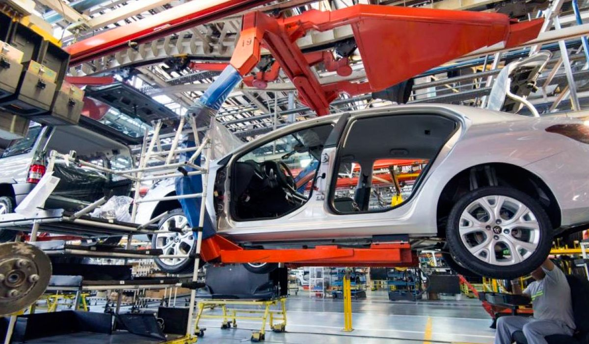 En caída libre: la producción automotriz se derrumbó en abril 33,9%