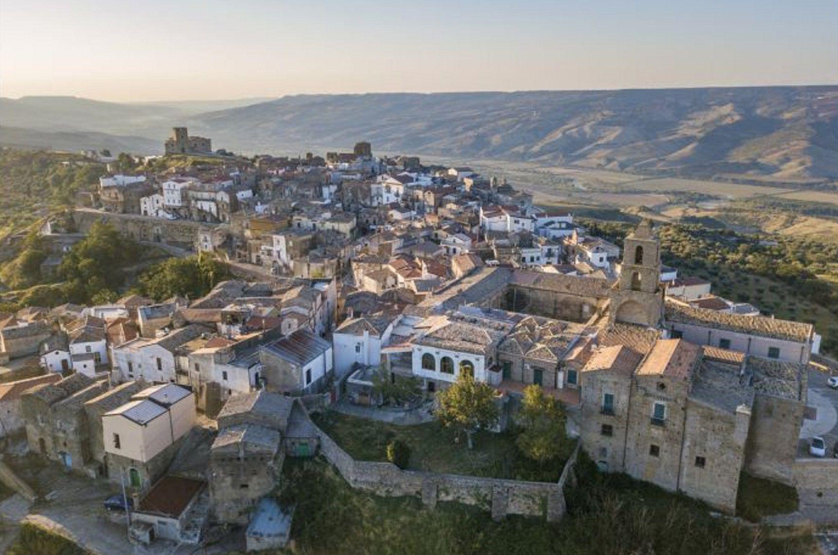 Un argentino ganó el concurso para irse a vivir gratis a un pueblo de Italia