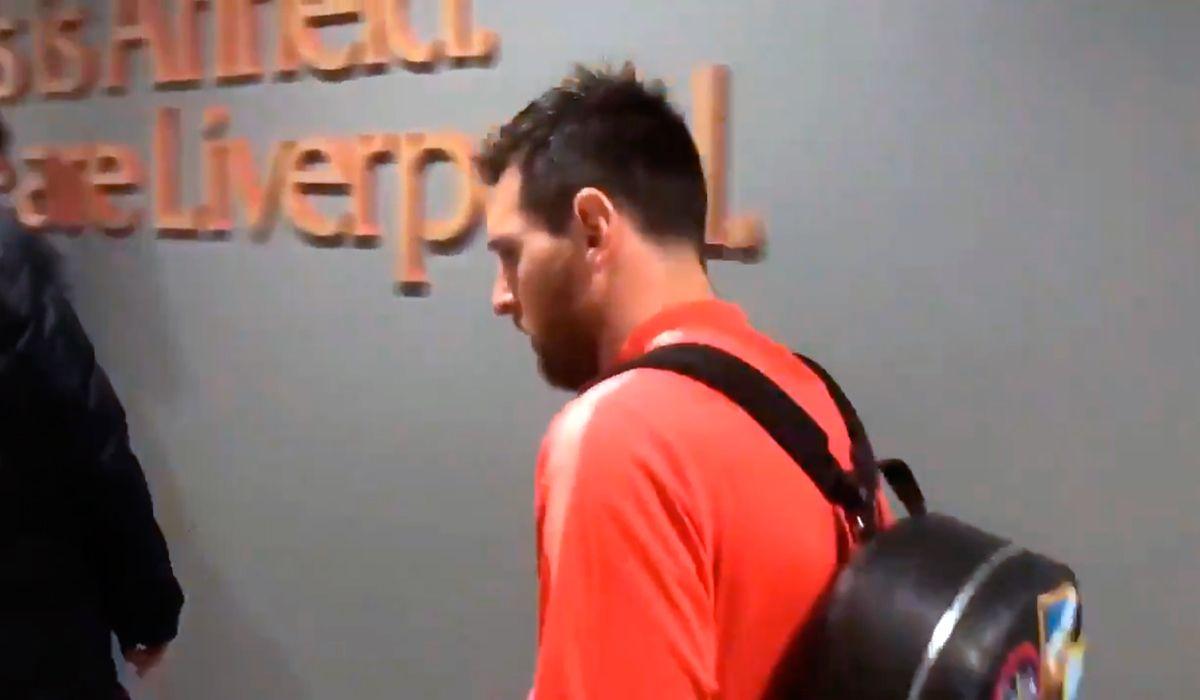 Messi se peleó con un grupo de hinchas del Barcelona en el aeropuerto de Liverpool