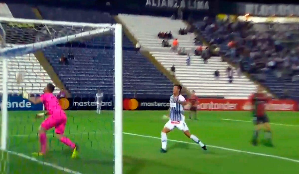 El blooper de Ignacio González para el gol de Alianza Lima frente a Palestino