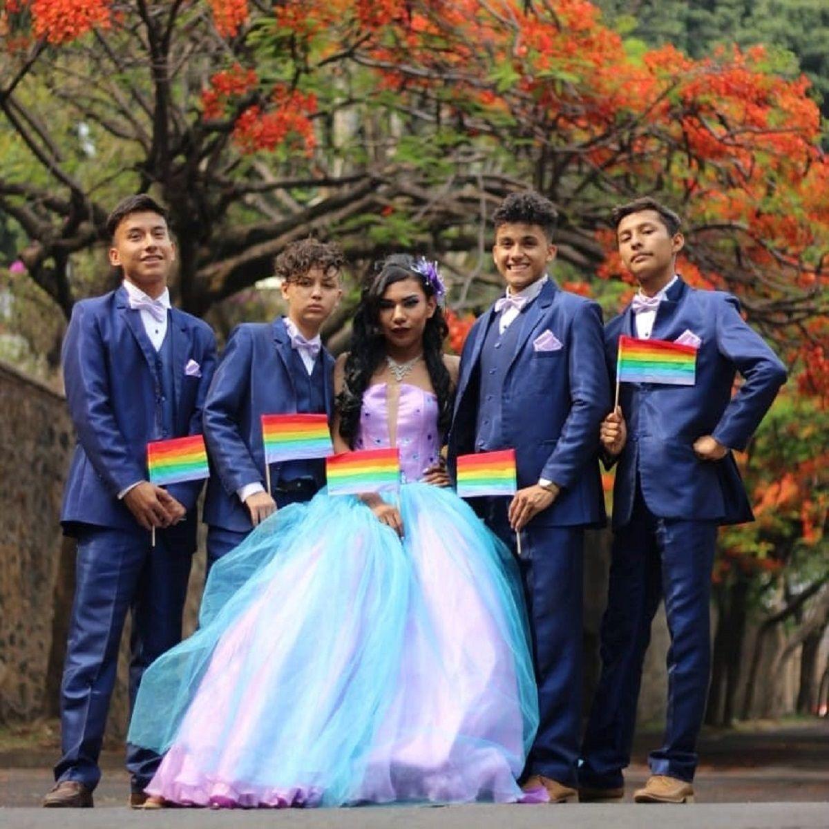Un joven gay tuvo su fiesta de 15 con vestido y bailarines: Mi felicidad nadie me la quita