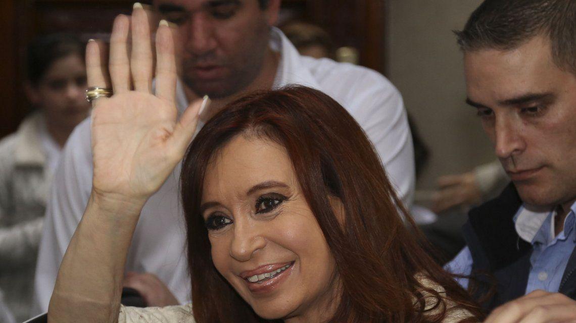 Cristina rumbo a La Rural: así salía de su casa para la presentación de Sinceramente