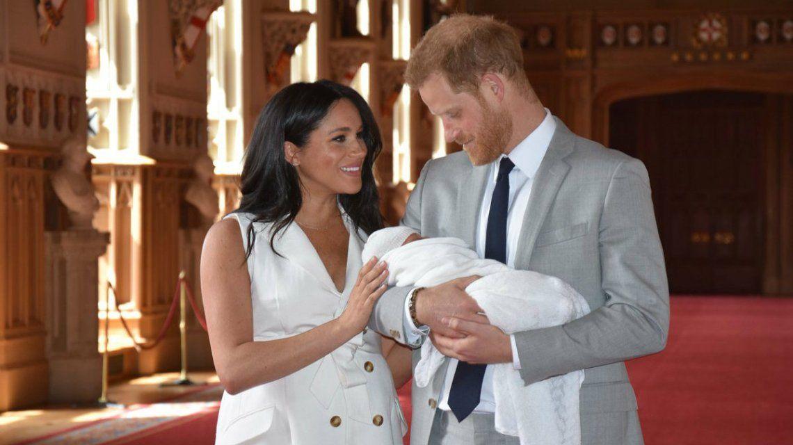 Despidieron a un presentador de la BBC por comparar al bebé de Harry y Meghan Markle con un mono
