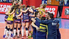 La celebración nudista de las campeonas de una liga de vóley femenino italiano