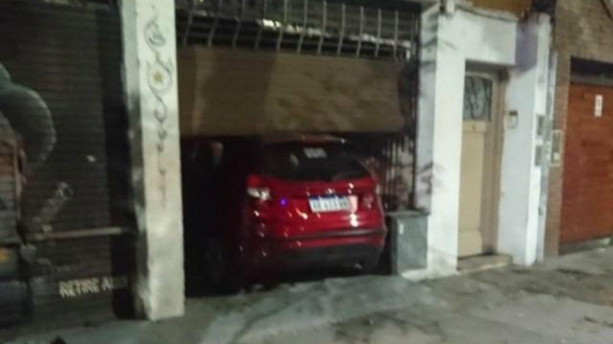 Un auto se incrustó en un restaurante de Palermo: el conductor estaba alcoholizado