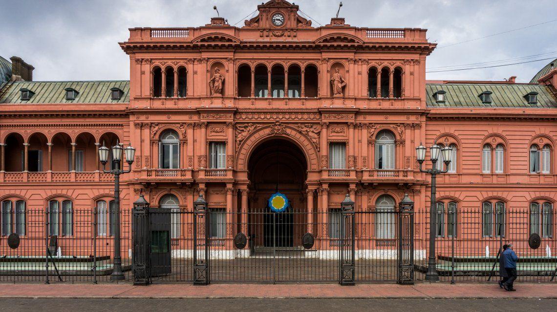 Tras la derrota en las PASO, el Gobierno pasó a planta permanente a 16 empleados de Casa Rosada