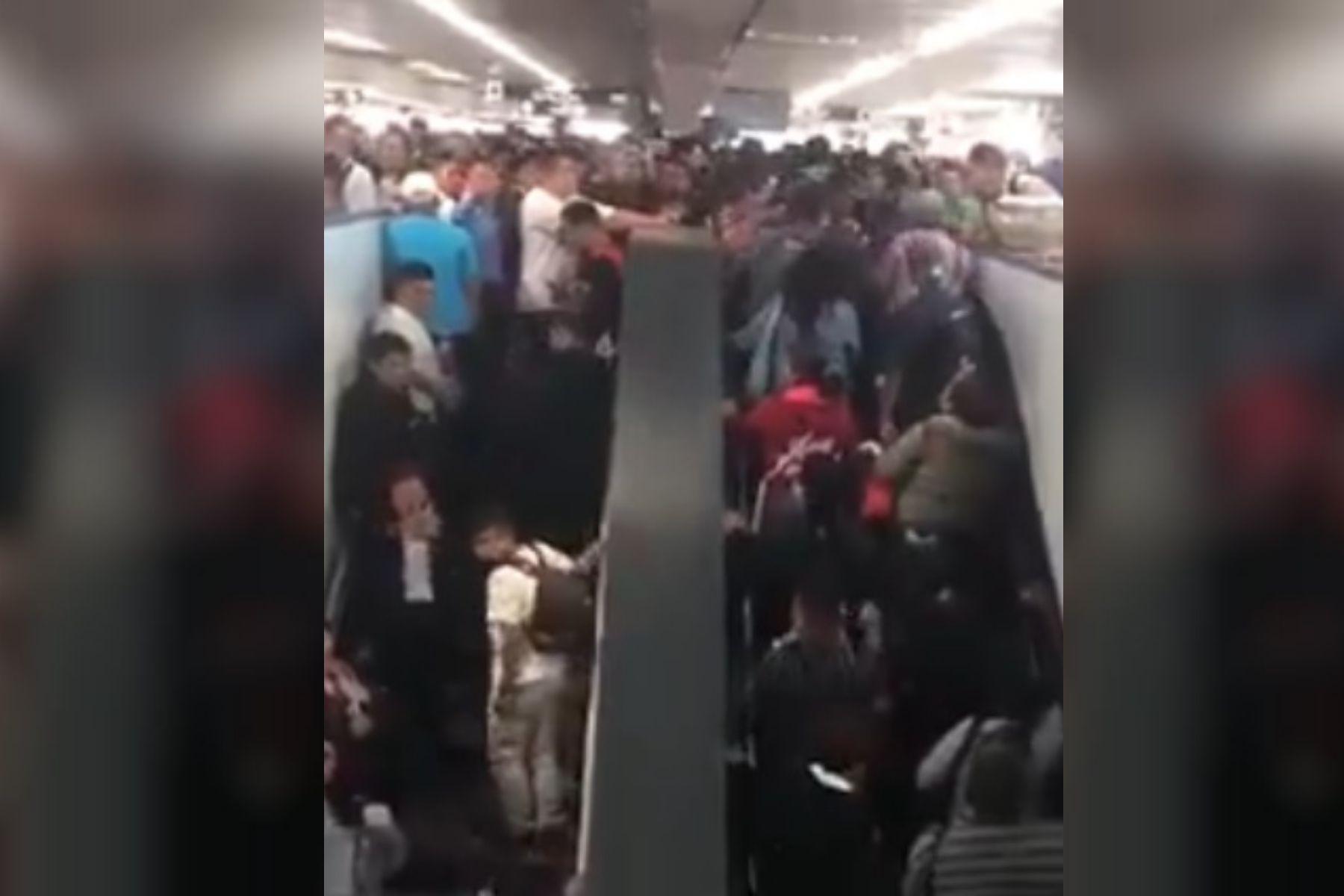 VIDEO: Usuarios del subte de México cayeron por la escalera mecánica tras un colapso en hora pico