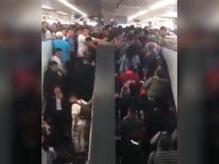 video: usuarios del subte de mexico cayeron por la escalera mecanica tras un colapso en hora pico