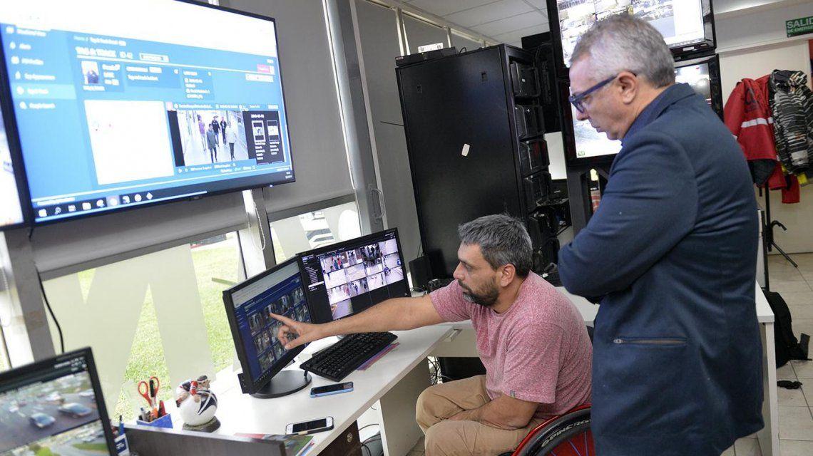 Julio Zamora con el director general del Centro de Operaciones