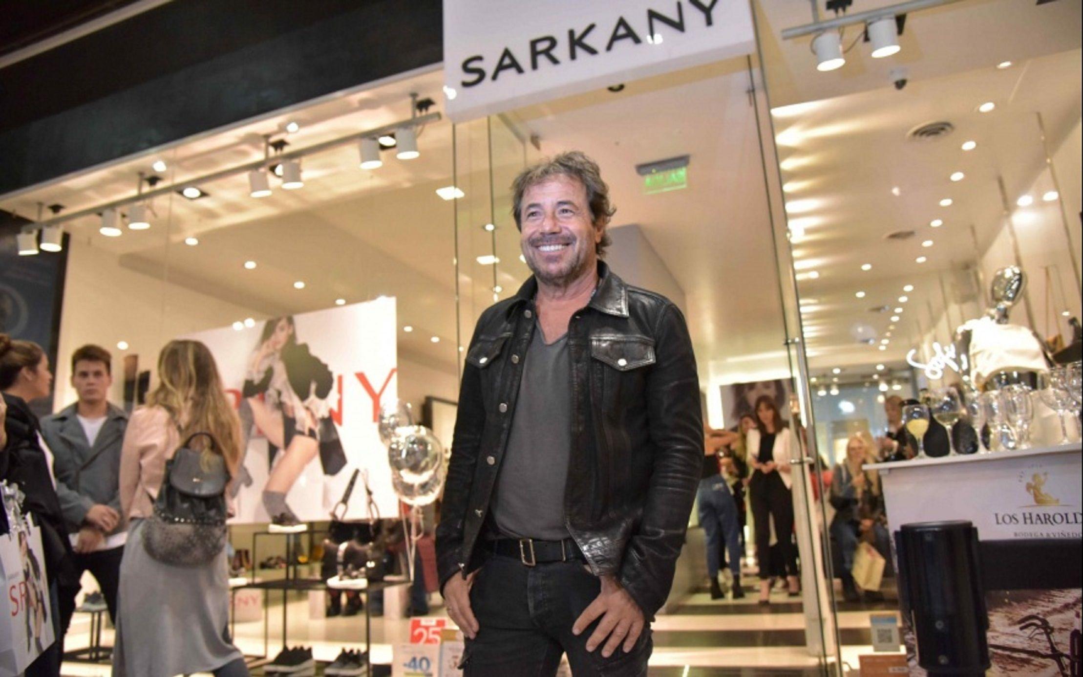 Una fábrica de Ricky Sarkany estaba colgada de la luz