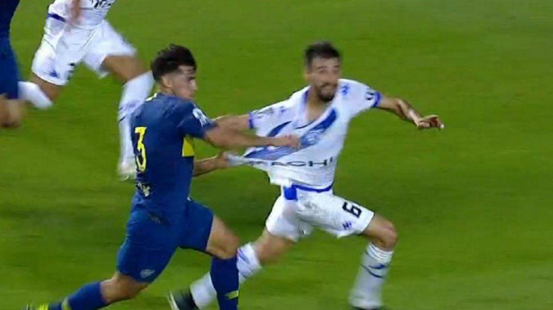 El insólito penal que no cobró Espinoza y que favoreció a Boca ante Vélez
