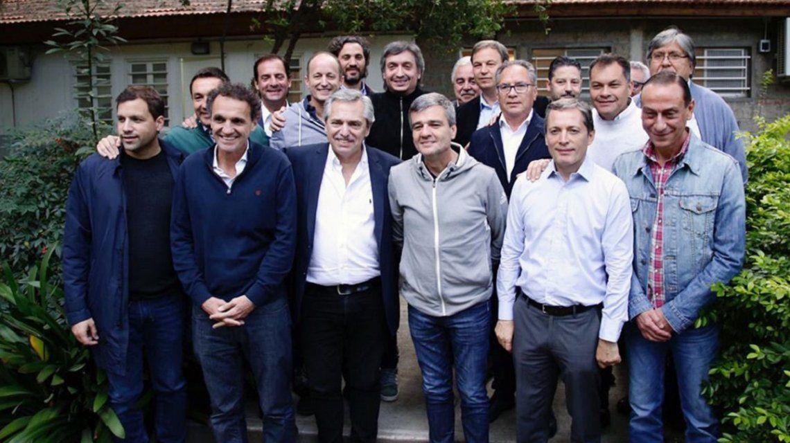 Alberto Fernández con Máximo Kirchner e intendentes peronistas