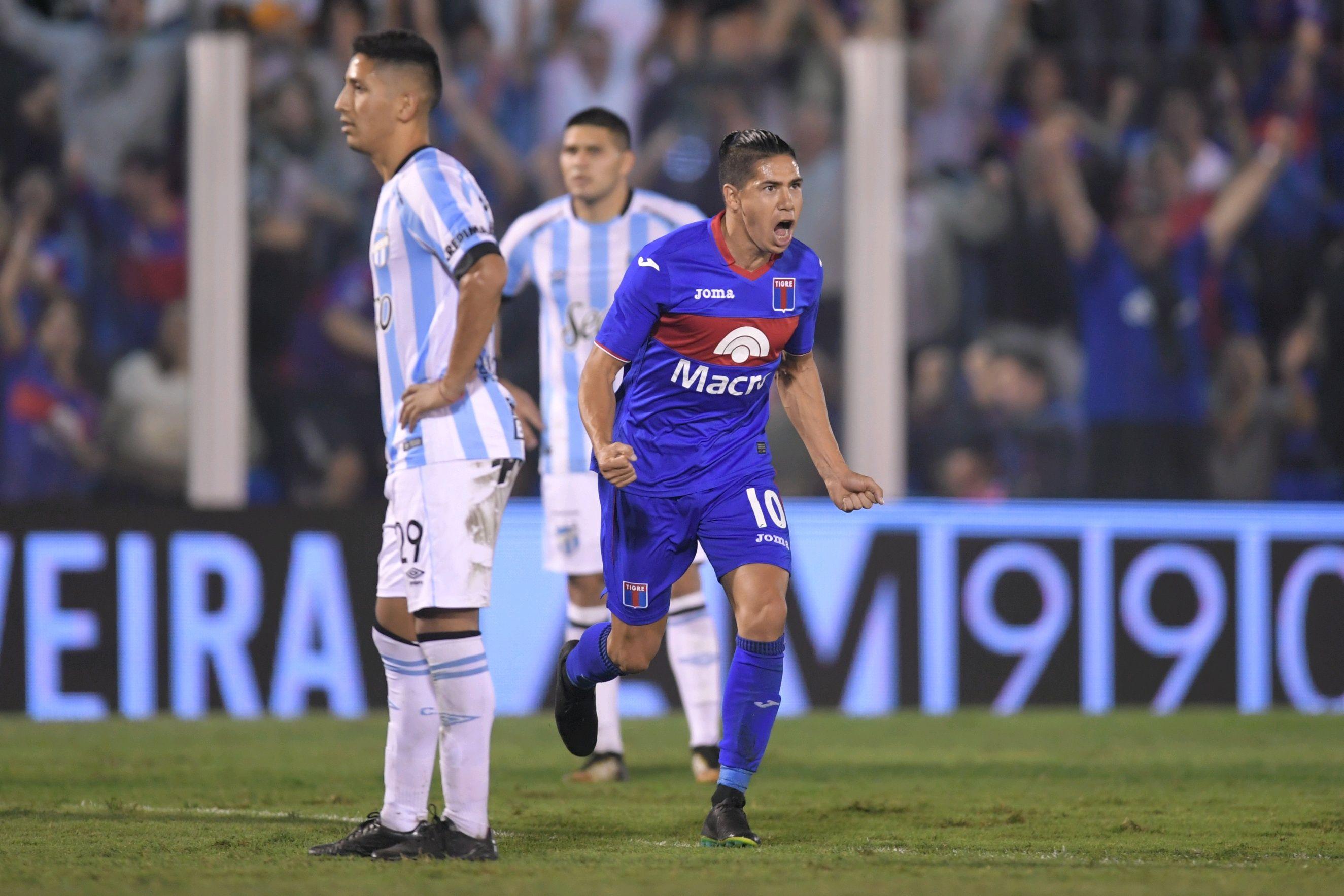 Cachete Morales celebra su gol frente a Atlético Tucumán