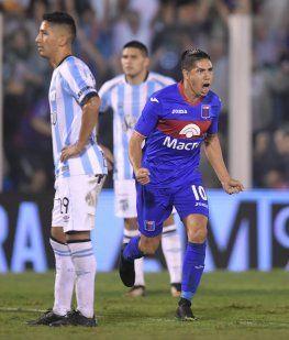 Cachete Morales celebra su gol