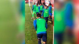 Los hinchas de Argentinos hostigaron de cerca a Mauro Zárate: Te manda saludos Quintero
