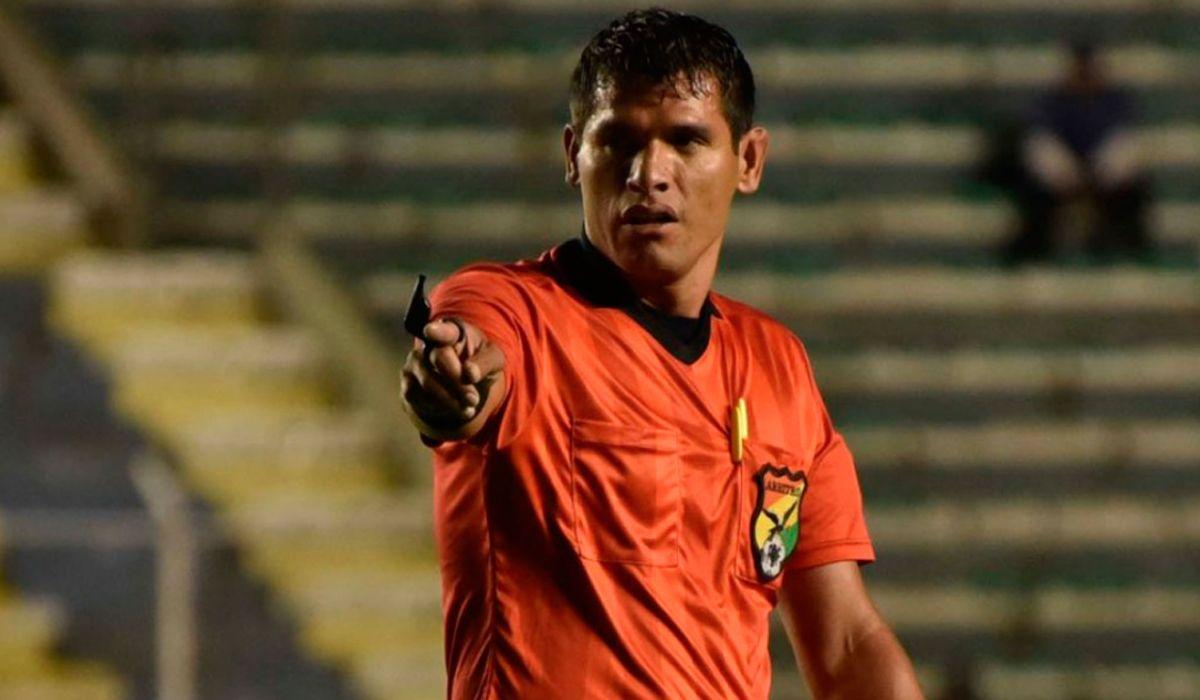 Un árbitro murió en pleno partido en la altura de Bolivia