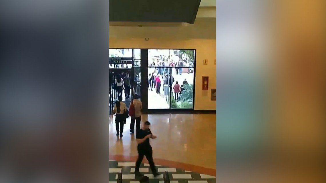 Evacuaron el shopping Unicenter por una amenaza de bomba