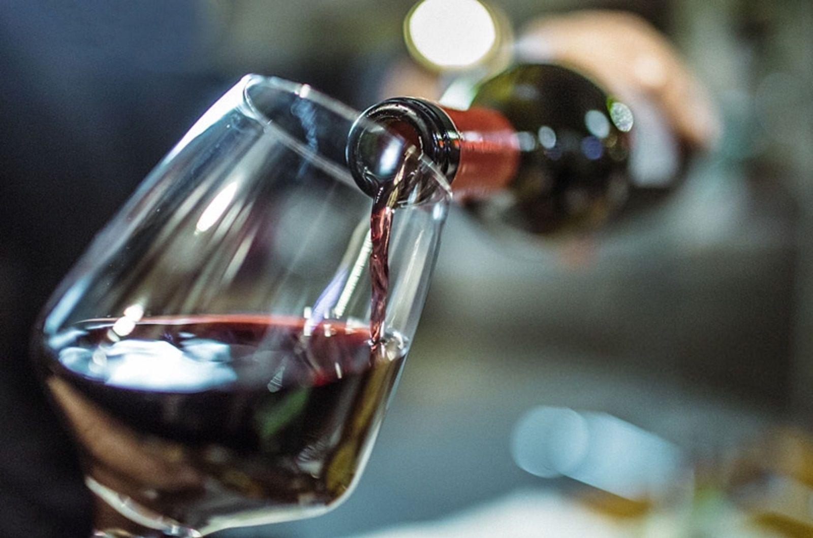 Manchester: un mozo sirvió por error un vino de 5 mil euros