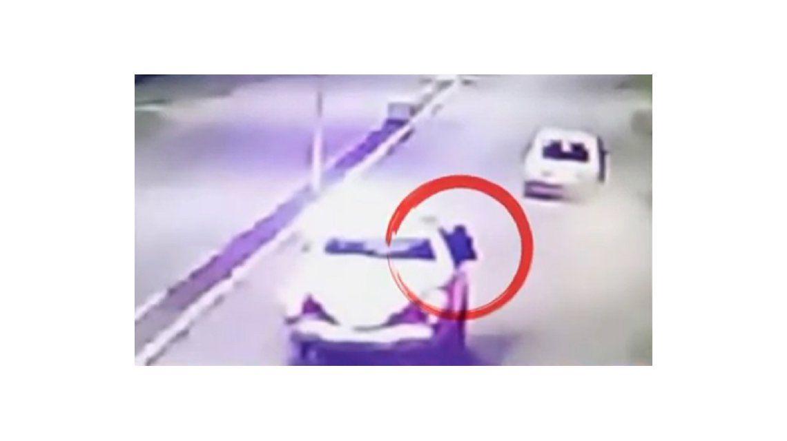 Se escucharon unos tiros porque está la policía, dijo el testigo que grabó el choque en San Miguel del Monte