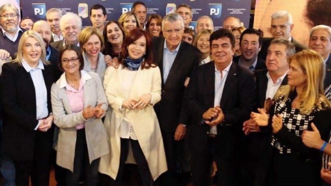 El PJ recibe a líderes opositores para armar un frente opositor que apoye a Alberto Fernández y Cristina Kirchner