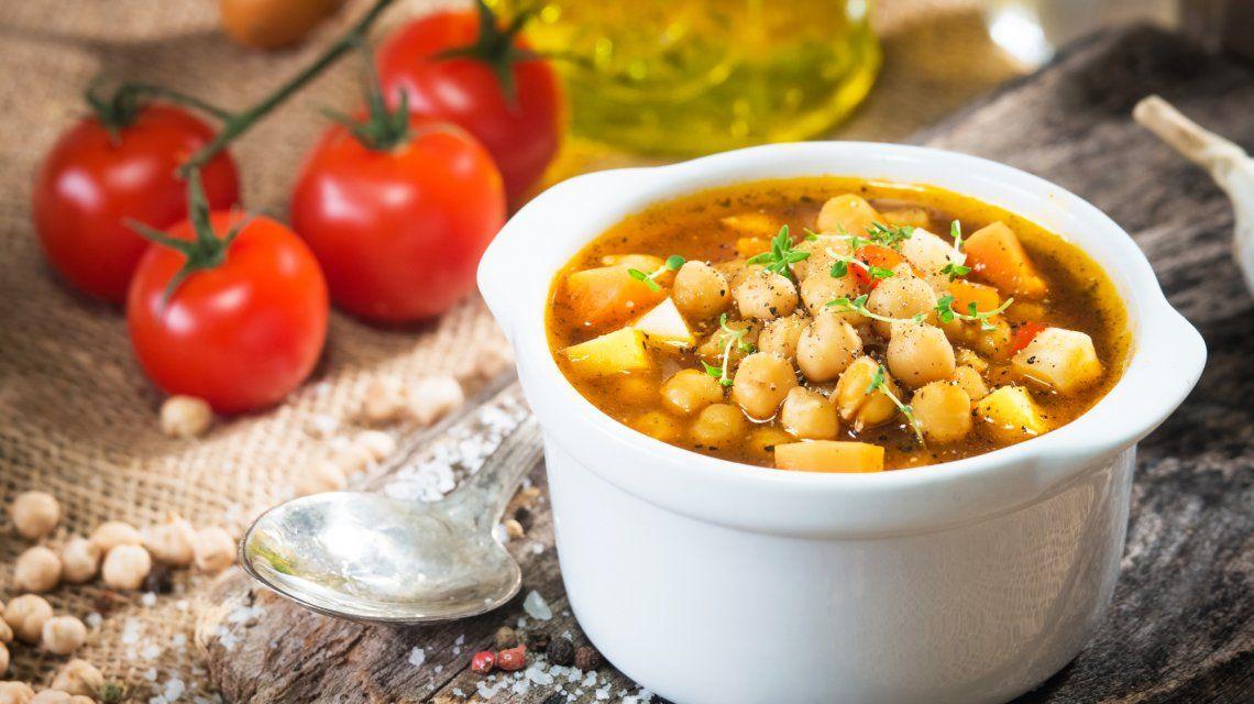 Tradicional, vegetariano o con chorizo ahumado: 3 recetas de locro para el 25 de mayo