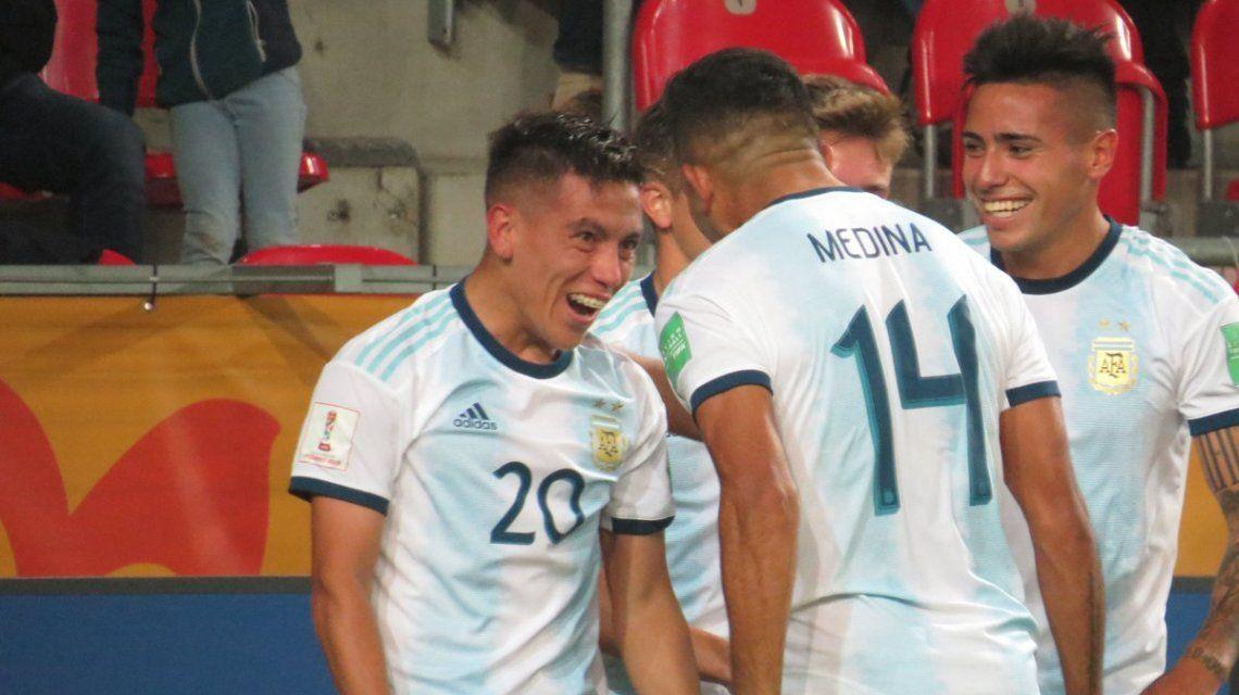 Argentina goleó a Sudáfrica en el debut