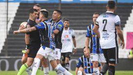 Nunca visto: un ex jugador de Vélez y Boca fingió un codazo ¡del árbitro!