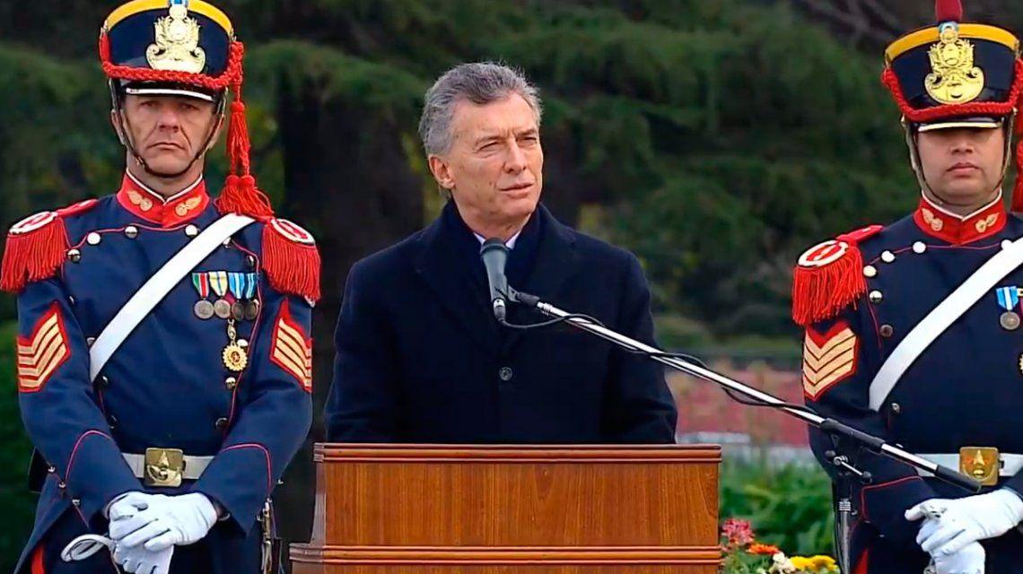Mientras el país está parado, habló Macri en el Día del Ejército: Queremos una Argentina cada vez más segura