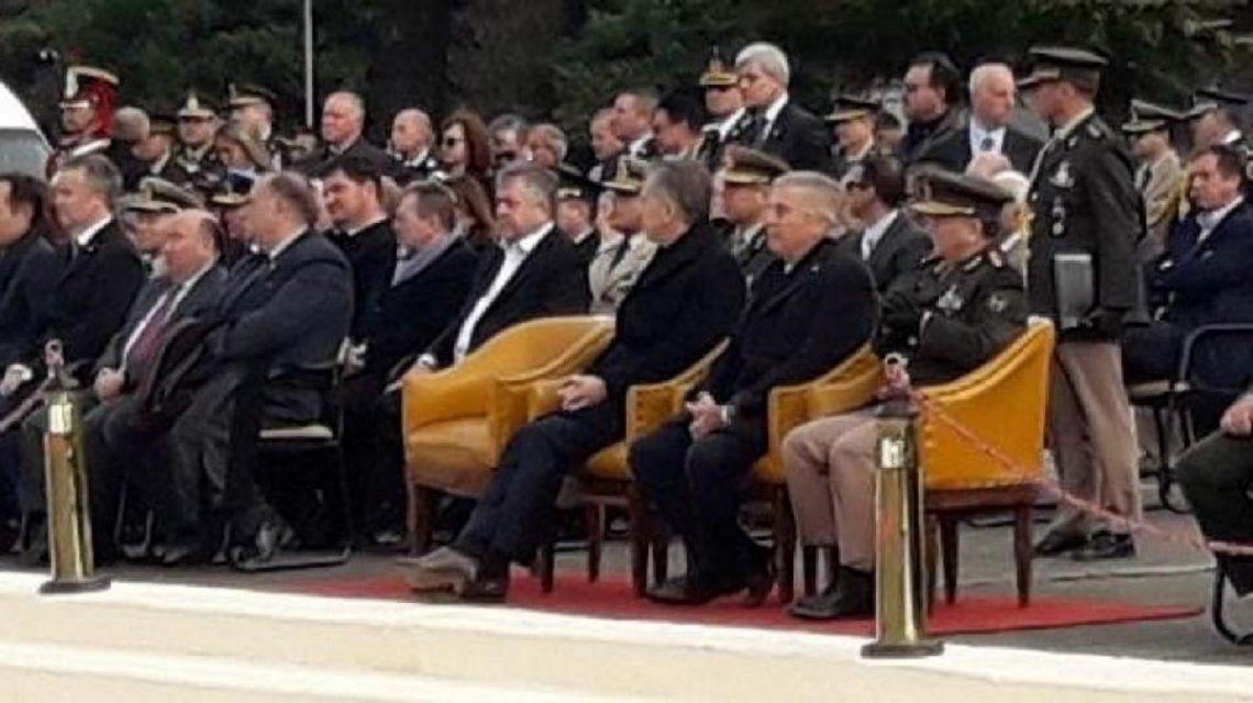 Carlos Stornelli, el fiscal declarado en rebeldía, se mostró a pocos metros de Macri en un acto