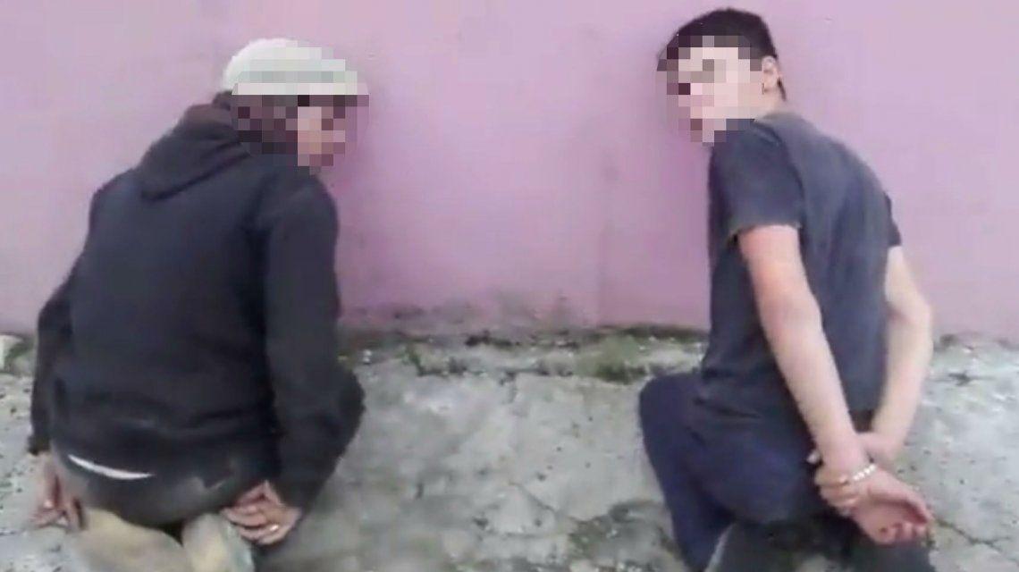 Tortura y humillación a dos carreros: el video viral de WhatsApp que indigna