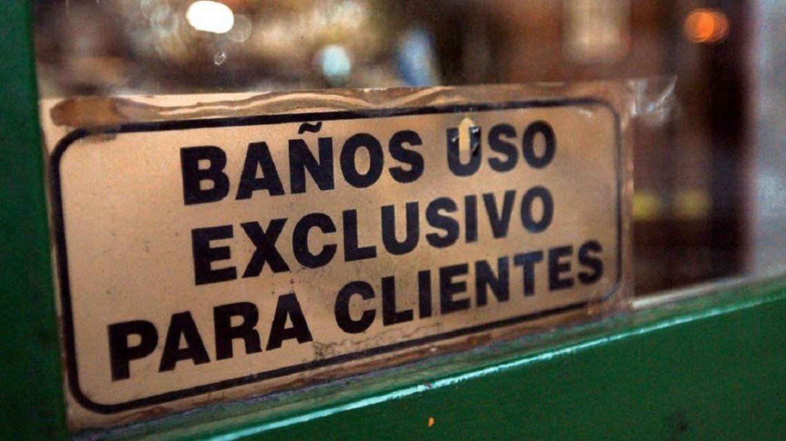 Proponen que los bares y restaurantes de la Ciudad puedan cobrar por el uso de los baños