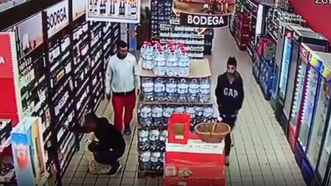 Diego y sus amigos habrían estado en un supermercado en Tres de Febrero.