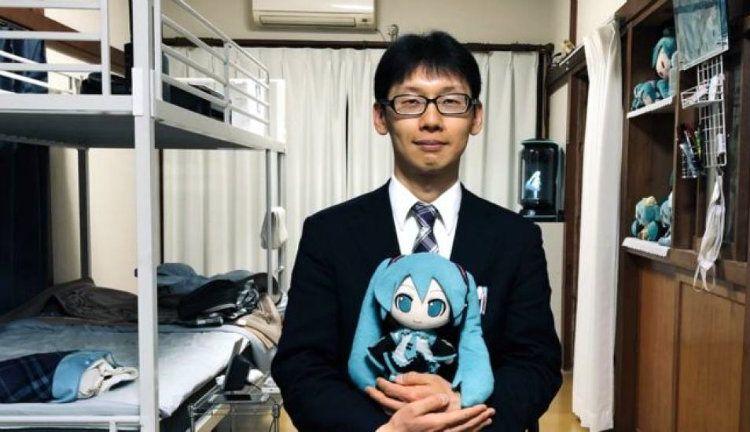 Se casó con un holograma: Podría transformarse en un robot humanoide