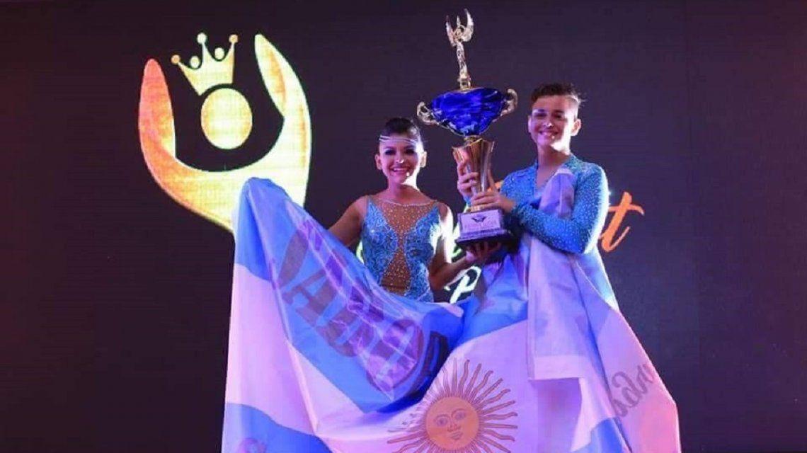 Abigail y Nahuel tras coronoarse campeones en Panamá