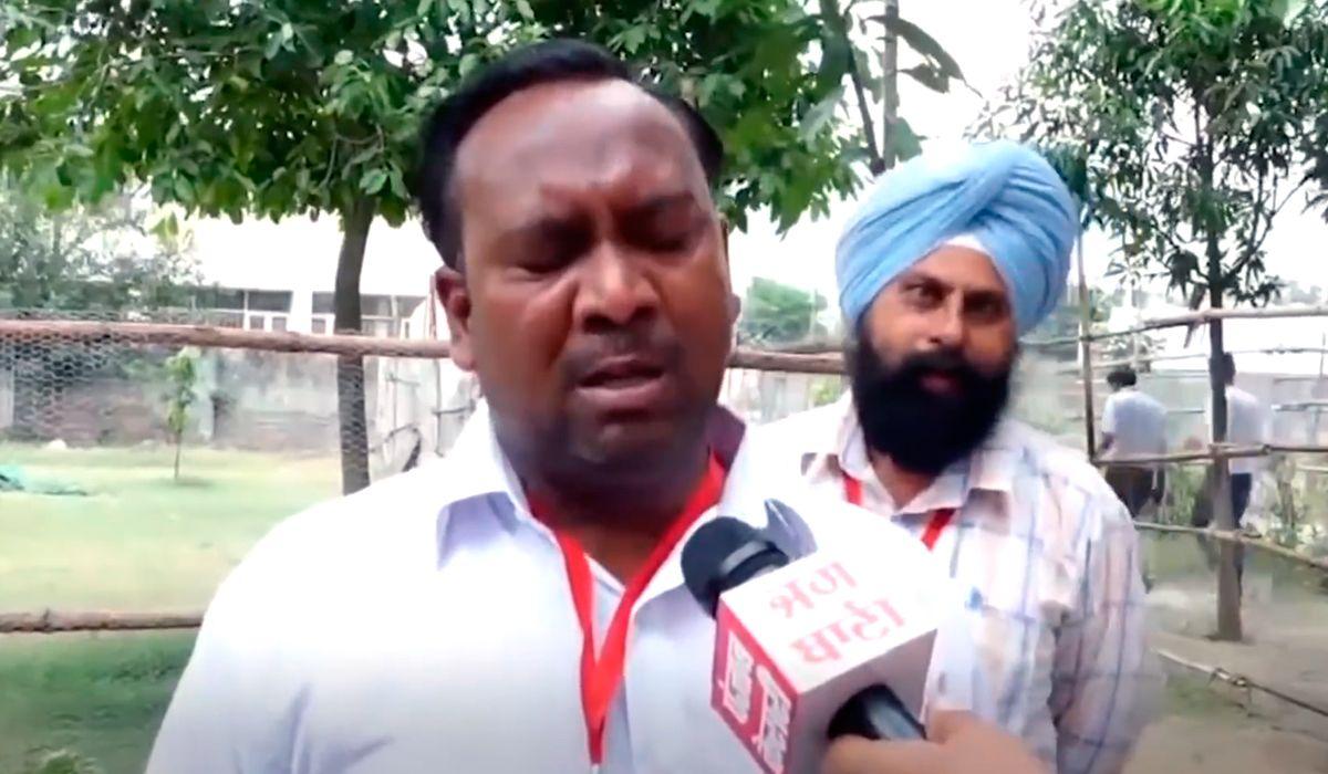 Un político en India lloró en una entrevista porque no lo votó ni su familia