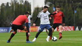 Dolor leproso: Messi le metió dos goles a Newells en el amistoso con la Selección